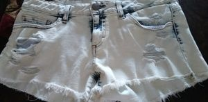 Two tone deconstructed denim shorts.